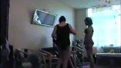 دخترای لزبین ایرانی دارن بدن سکسیشونو نشون میدن و کوسشونو قبل از اپیلاسیون